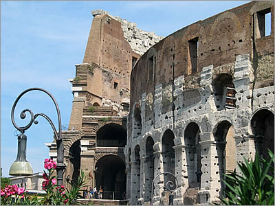 Colosseum - © Picture of Rome courtesy of Rome.info